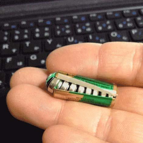 【画像】中国製の乾電池が破裂! 驚きの構造が話題に