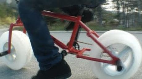 自転車の車輪を氷で…アイスバイクで走ってみたら