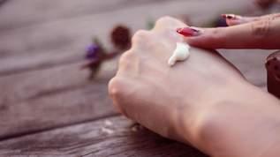 【入荷待ち】365日の柄×3種類の香りから選べるハンドクリーム「よろし化粧堂」が超人気(1/2)