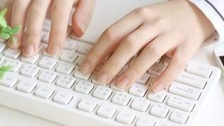 「スリコでBluetoothのキーボードあって衝動買いした」「マジでこれ1500円でいいの?ってクオリティで満足」(1/2)