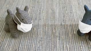 【売り切れ続出】「革だからオシャレだし可愛い」「簡単に作れた!これは作るのハマりそうな予感」マスクホルダーが大人気(1/2)