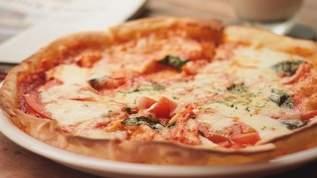 【セリアすごい】「リアル!」「分数の授業に使える」「ハサミの勉強に」ピザ・ケーキなどデザインペーパーが人気(1/2)