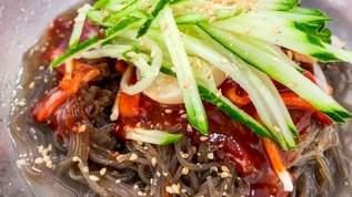 「毎年必ず買う、めちゃくちゃ美味い冷麺!」「50秒で茹で上がる」「カルディの麺類は当たりが多いし安いから助かる」カルディの冷麺が美味しすぎると話題(1/2)