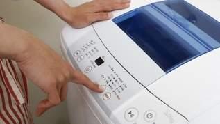 【ダイソーすごい】300円のおもちゃの洗濯機でメイクブラシがキレイに洗濯できると超話題(1/2)