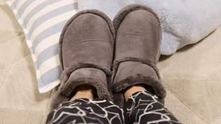 「絶対売り切れるかなり良かった 」「本日の収穫(笑)ワークマンでルームブーツを見つけました!冬のキャンプでの役立ちそう」丸洗い出来るワークマンのルームブーツ(1/2)