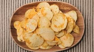【無印良品】ガーリック風味のポテトチップスがやばい「この世のニンニク全部集めた味」「これ以上ニンニクくせぇものは存在しない」