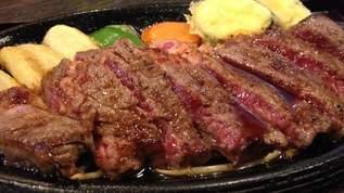 B級感がたまらない…肉の下にうどんが定番の「台湾ステーキ」