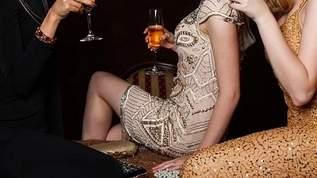 ノーブラ&透ける素材で完全に「見えてる」! ジョニデの娘のリリー・ローズのドレスが衝撃的(1/2)