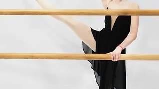 長渕剛の娘の文音が父親似のセクシー美女に 「女装した長渕」風の変顔も(1/2)