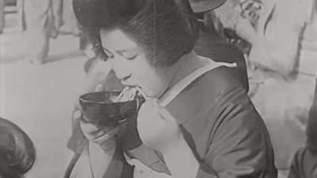 【約85年前の日本】昭和7年の食事シーンや道路標識などが何かおかしい!?