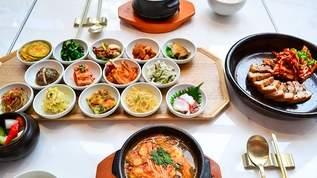 ファン必見!東方神起やSHINeeに囲まれて食事ができる「SMT TOKYO」を隅々まで紹介!