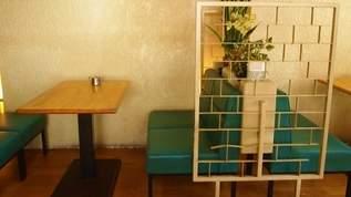 白×ブルーが爽やか!モダンインテリア「喫茶三丸」と昭和レトロなお宝いっぱい金物店散歩(1/3)