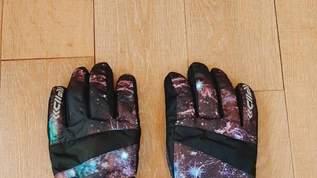 【ワークマンすごい】たったの780円!「オンラインでは品切だったので、近くの店舗で探して2店目で購入できました!」ワークマンの撥水手袋がコスパ最強!実際に使ってみた(1/5)