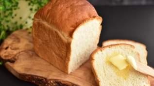 【バカ売れ】「約2ヶ月ぶりぐらいに出会えた~」「人気すぎて最近はめっきり買えなくなって」「いつ行っても売り切れ」業務スーパーの天然酵母食パンが大人気(1/2)