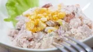 「母親ならポテトサラダくらい作ったらどうだ」惣菜コーナーで高齢の男性が子連れの女性に放った言葉にTwitter民あぜん…投稿者のとっさの行動を称える声も(1/2)