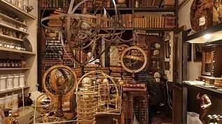 【絶対行くべき】 天文学、標本、錬金術を専門とする店があった!