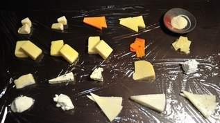 イタリア人激怒?「20種のチーズのピザ」をつくってみた