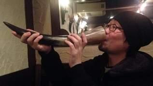 ヴァイキング!?「牛の角」の杯でビールが飲める店があった!