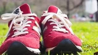 染み付いた汚れも楽チン?!「学生時代に知りたかった…泣」靴の洗い方に革命!!