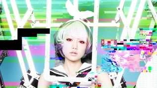 美人フォトグラファーJulie Wataiを魅了して止まない、和製「パワードスーツ」×女の子
