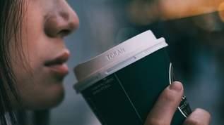 コンビニでコーヒーのボタンを押し間違えた高齢者、若い男性のひと言にニコニコ顔→ネット民「優しい世界」