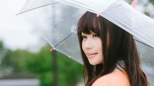 雨の中バスを待っていたらお姉さんが傘に入れてくれて…→その後、まさかの事実にネット民「惚れてまう」「優しい世界」