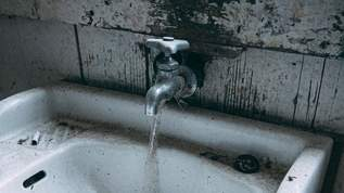 夜中に急に水道が止まっても、「元栓」を確認するために外に出るのは危険!→ネット民「めちゃ怖い」「これはヤバい!」