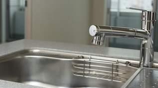 料理研究家がアドバイス「シンクに熱湯を流すときのポイント」が衝撃的!→ネット民「やさしい」「めっちゃ良い」の声