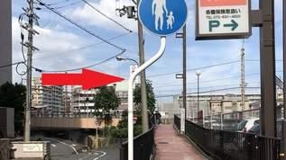 「くぃ」っと曲がった道路標識、名付けて「標しくぃ」を探し求める謎の男がいた!