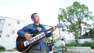 YouTubeで話題! ギターと鍵盤ハーモニカを同時に演奏する人がいた!