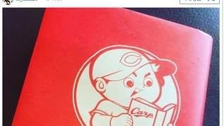 【鯉党】「カープ坊や」に異変!?限定ブックカバー登場に広島ファンは…