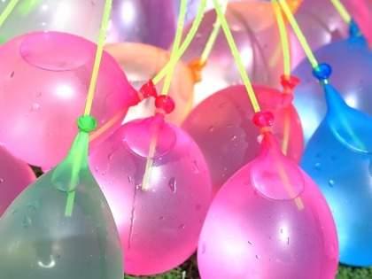 「これ超楽しいからおすすめ」「かなり子供たちで盛り上がって楽しそうだった」「簡単すぎる」ダイソー・セリアの一気に37個できるウォーターバルーン(水風船)が話題(1/2)