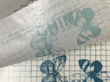 「早速2つ買った」「使わないのに絶対買っちゃう気がする」「かわいい。ハートがざわめいてしまう」セリアのトレペ箔押し折り紙が素敵すぎ(1/2)