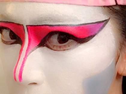 世をしのぶ仮の姿…本気すぎる「そっくりメイク」の方法・悪魔ソロ編