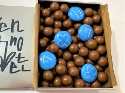 松林誠さんの文字が素敵!「7days Hotel(セブンデイズホテル)」のチョコ缶をお取り寄せ(1/2)