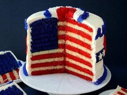 アメリカ独立記念日のお菓子がまぶしいほどに原色すぎる