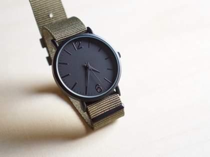 「びっくり仰天」「6、7万のハミルトンに手を出さずとも、ソレっぽいのがダイソーでワンコインで買えてしまう」ミリオタ騒然!ダイソーの500円腕時計(1/2)
