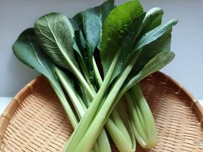 「2週間たっても全然へたれない」「キャベツの切り口がほとんど変色しない!感動」「信じられないくらい 野菜が長持ち」100均の鮮度保持袋が超優秀でコスパ最強すぎる(1/2)
