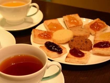 チャールズ皇太子のブランド「ハイグローヴ」が日本初出店!英国紅茶やビスケットでティータイム