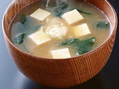 旦那がご飯を作ってくれたが、「味噌汁の味」が普段と違う…。その意外な理由にネット民「身体に良さそう」「ロックだ」