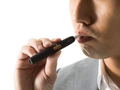 「お客様の車に乗る前は煙草吸わないように」と注意したら「iQOSなので大丈夫です」と返され…→ネット民「意味不明」