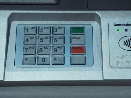 ATMでおろした現金を取り忘れたときは、通帳記入すると戻っている可能性がある→ネット民「初めて知りました」