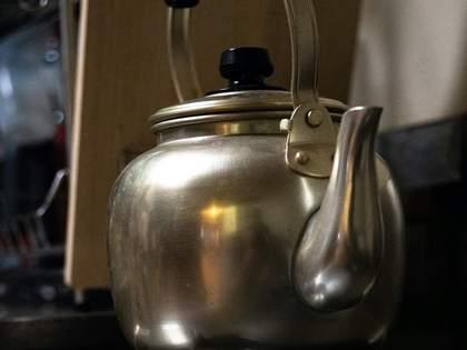 厚生労働省が「ヤカンや水筒に◯◯を入れて飲む」ことについての注意喚起。食中毒が発生→ネット民「知らなかった」の声